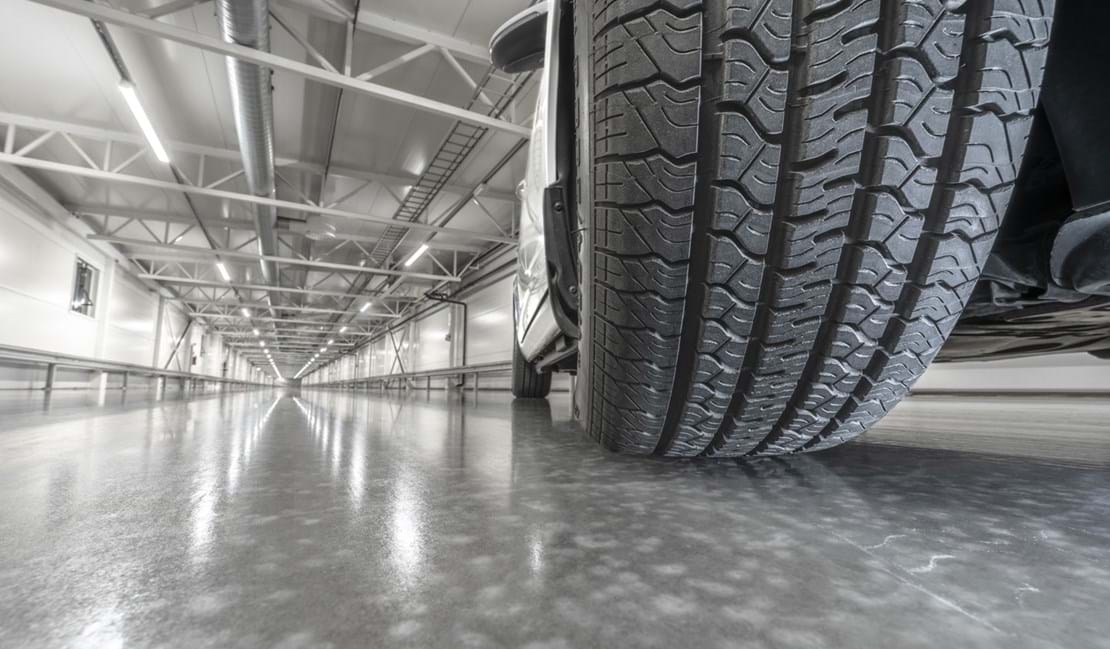 Ice grip tyre testing in indoor winter test facility